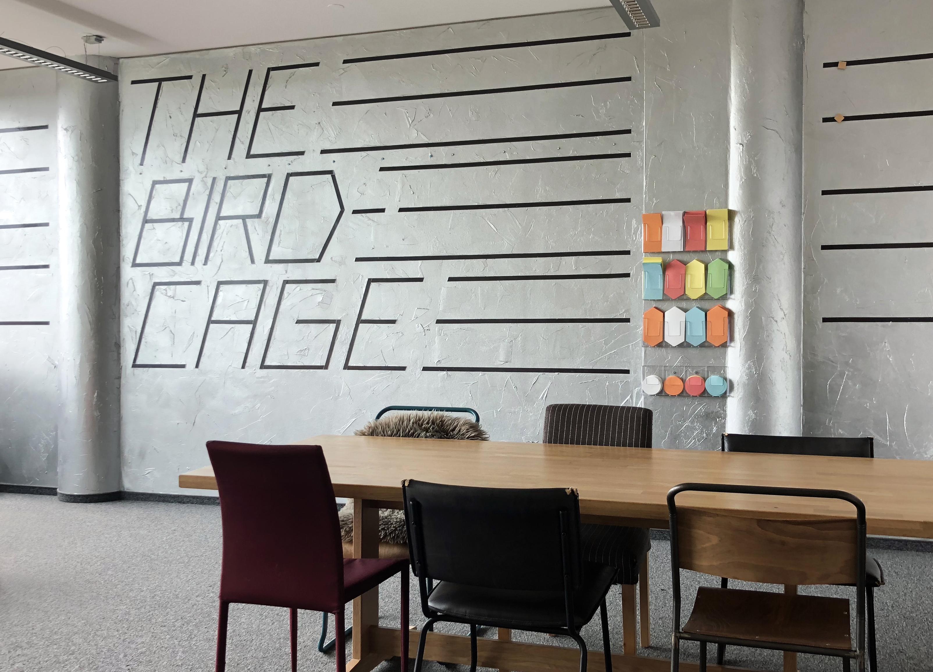 BIRDCAGE – Besprechungsraum frei von Büroatmosphäre